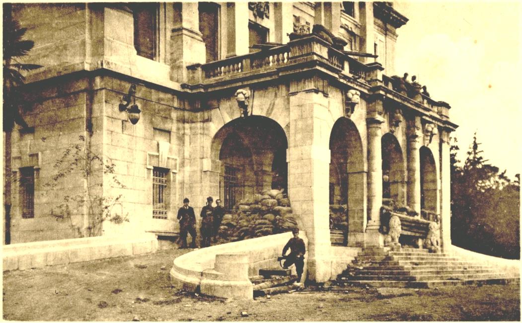 Rijeka (Fiume) 1920. Krvavi Božić. Barikade pred ulazom u Guvernerovu palaču