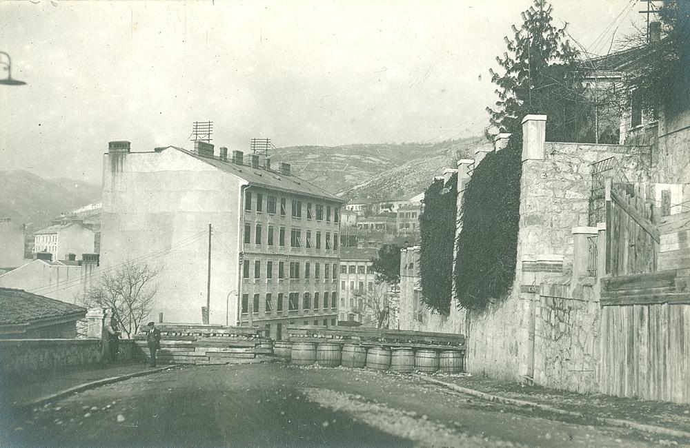 Rijeka (Fiume) barikade u Tizianovoj ulici. Krvavi Božić 1920. godine.